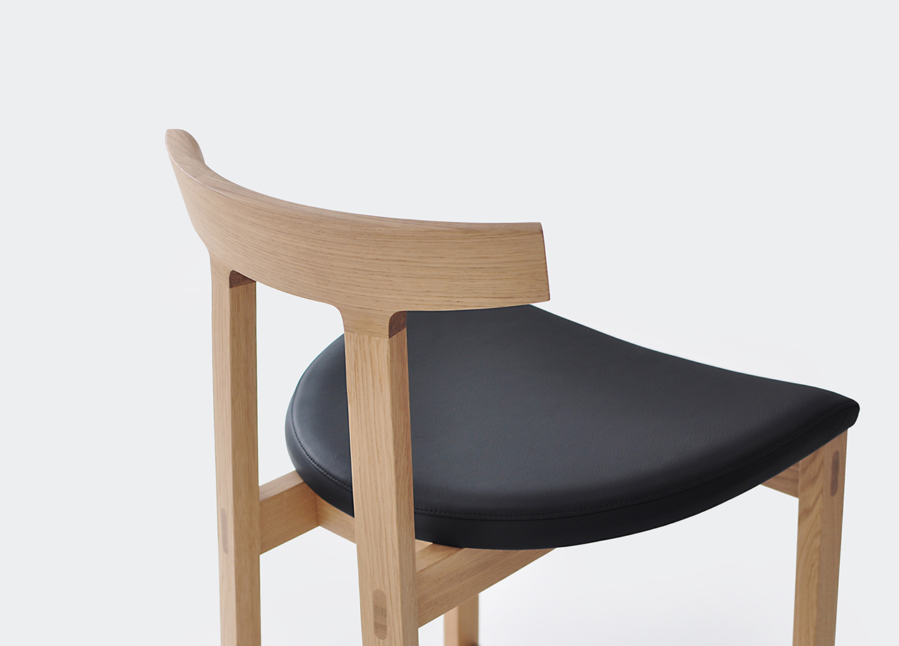 Torii Stool in white oak, black leather
