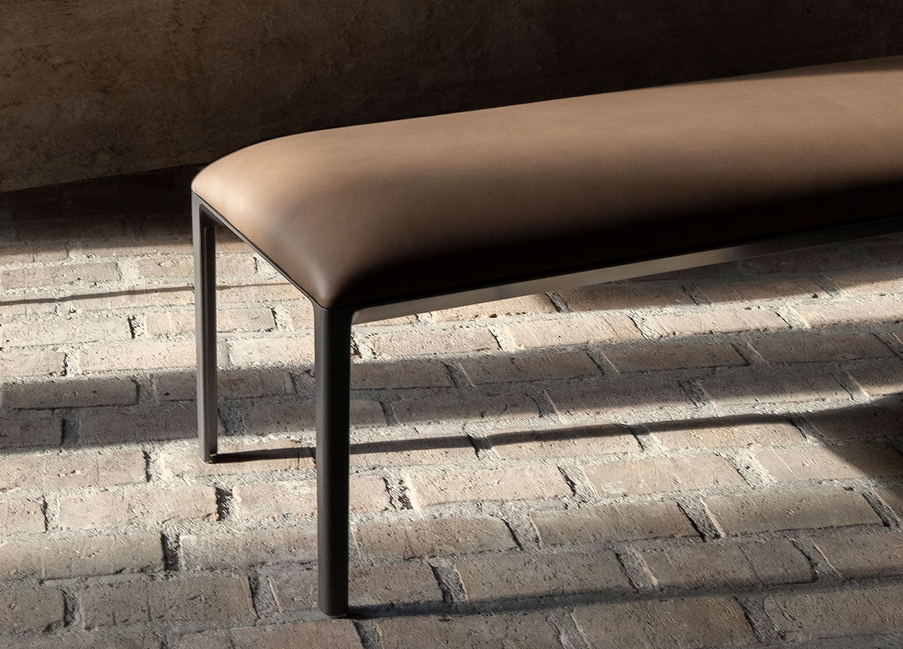 Able Bench in leather, graphite frame